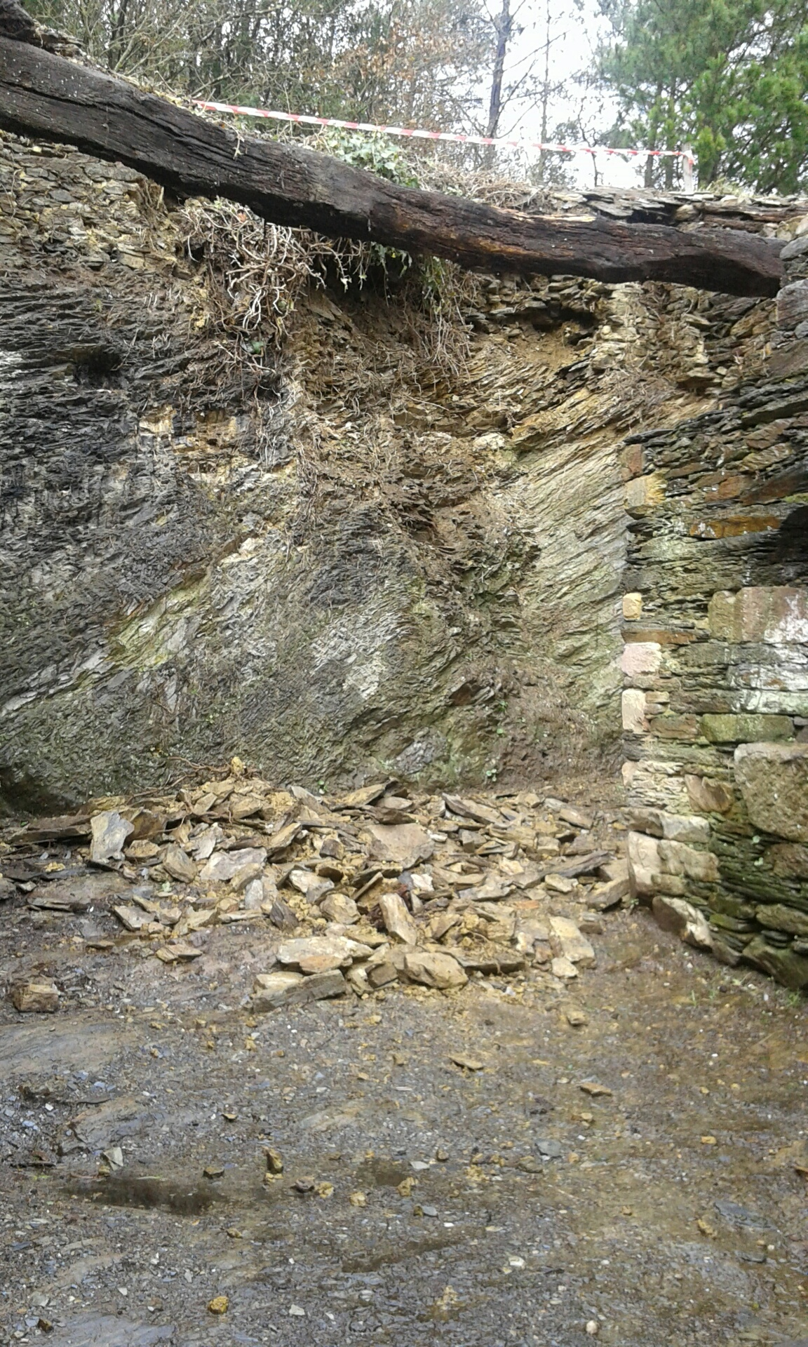 Wall_Collapse_2015